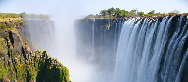 David Livingstone names the Victoria Falls